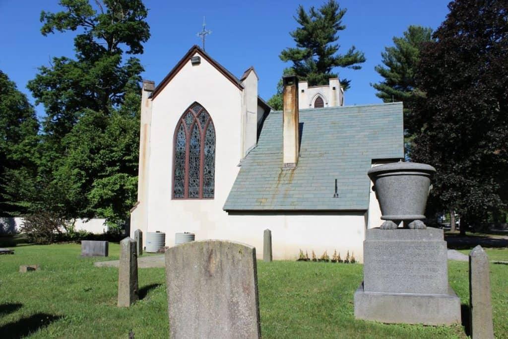 St._James_Episcopal_Church,_Hyde_Park,_NY cemetery